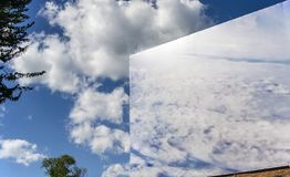 Le ciel à l'intérieur et en dehors de la peinture Image stock
