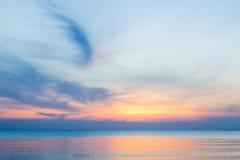 Le ciel au coucher du soleil sur la plage Photos libres de droits