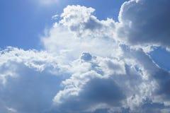 Le ciel avec des nuages Image stock