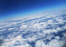 Le ciel avec des nuages La vue supérieure sur des nuages Photos stock