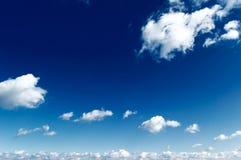 Le ciel bleu. Images stock