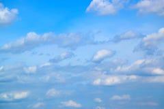Le ciel bleu avec le blanc opacifie 171015 0063 Image libre de droits