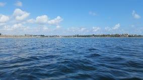 Le ciel bleu et le lac Photo libre de droits
