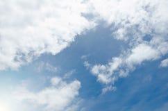 Le ciel bleu et pourrait Image stock