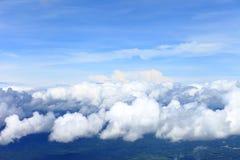 Le ciel bleu opacifie, ciel bleu avec des nuages image libre de droits