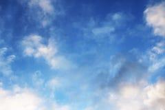 Le ciel bleu opacifie des peintures de fond d'art de mur, belles couleurs, papier peint Images stock