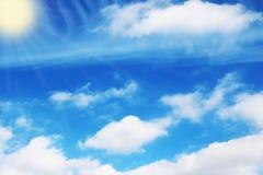 Le ciel bleu opacifie des peintures de fond d'art de mur, belles couleurs, papier peint Photographie stock libre de droits