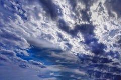 Le ciel de fin de soirée menacent des tempêtes pour venir photographie stock
