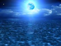 Le ciel de lune opacifie la mer Image libre de droits