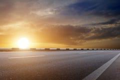 Le ciel de Sun opacifie la route Images libres de droits