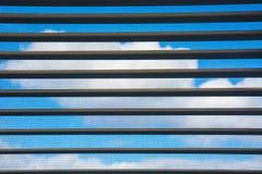 Le ciel en dehors de la fenêtre Photo stock