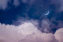 Le ciel la nuit avec des étoiles Lune neuve Fond de Ramadan Image stock