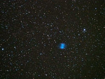 Le ciel nocturne tient le premier rôle la nébuleuse M27 d'haltère photo libre de droits