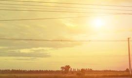 Le ciel, nuages, le soleil rayonne, lumière du soleil, coucher du soleil Ciel déprimé inspiré Photographie stock