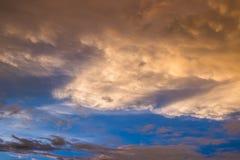 Le ciel opacifie le fond Image libre de droits
