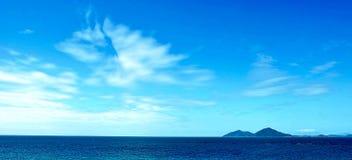 Le ciel opacifie la mer Image libre de droits