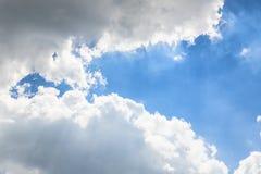 Le ciel opacifie le ciel bleu avec le nuage Photos libres de droits