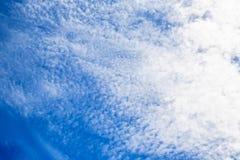 Le ciel opacifie le ciel bleu avec le nuage Photographie stock