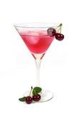 Le ciliege fredde bevono con i cubetti di ghiaccio e le ciliege fresche isolati su bianco Immagine Stock Libera da Diritti