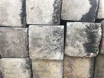 Le ciment carré bloque extérieur gauche Photo libre de droits