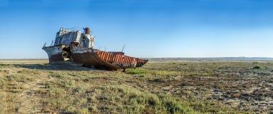 Le cimetière de bateau de la mer d'Aral Photographie stock libre de droits