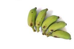 Le cinque banane un fondo bianco Immagini Stock