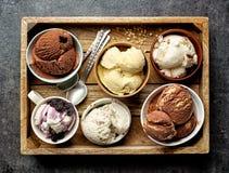 Le ciotole di vario gelato immagini stock