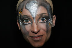 Le Cirque du Soleil, ejecutante de la mujer en negro Imágenes de archivo libres de regalías