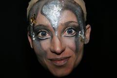 Le Cirque du Soleil, vrouwenuitvoerder op Zwarte Royalty-vrije Stock Afbeeldingen