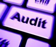 Le clavier d'audit montre le commissaire aux comptes Validation Or Inspection Photo stock