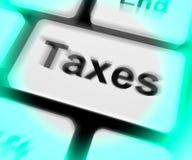 Le clavier d'impôts montre l'impôt ou l'imposition Photos libres de droits