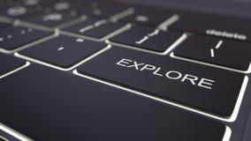 Le clavier d'ordinateur noir et lumineux modernes explorent la clé rendu 3d Image stock