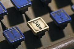 Le clavier de linotype marque avec des lettres l'exclamation, oe, plan rapproché de clés de h image libre de droits