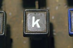 Le clavier de linotype marque avec des lettres le plan rapproché de clé de k photographie stock libre de droits
