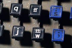 Le clavier de linotype marque avec des lettres q, f, s, j, plan rapproché de clés de W image stock