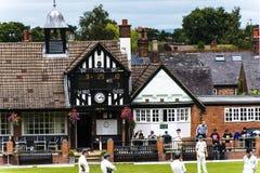 Le club de cricket de bord d'Alderley est un club amateur de cricket basé au bord d'Alderley dans Cheshire Photographie stock libre de droits