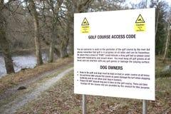 Le club de terrain de golf ordonne le danger de code d'accès de signe des boules égarées photo libre de droits