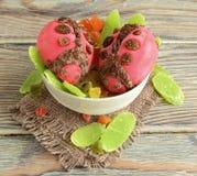Le coccinelle sono fatte del gelato Immagine Stock