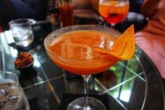 Le cocktail iconique de club de Pegu de la Birmanie coloniale a loyalement recréé en activant Yangon images stock