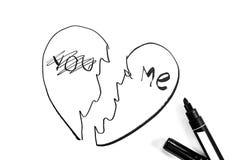 Le coeur bris? est peint avec le marqueur, photo noire et blanche images libres de droits