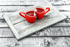 Le coeur d'amour de jour de valentines met en forme de tasse la boisson rouge Image libre de droits