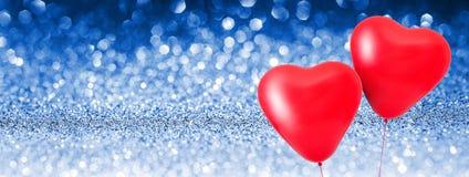 Le coeur d'amour monte en ballon le fond brillant Photographie stock