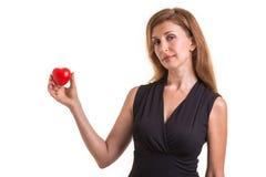 Le coeur d'amour, se protègent et le concept de soins de santé : HOL caucasien de femme Photo libre de droits