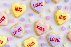 Le coeur de conversation a décoré des biscuits Photos libres de droits