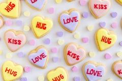 Le coeur de conversation a décoré des biscuits Photos stock