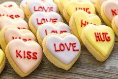 Le coeur de conversation a décoré des biscuits Images stock