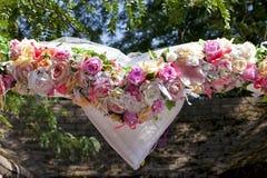 Le coeur de décor de mariage fleurit le fond Photographie stock libre de droits