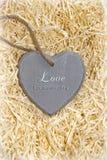 Le coeur en bois d'amour en disant l'amour est une chose douce Image libre de droits