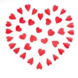 Le coeur est effectué à partir d'on des coeurs de rouge de papier Photographie stock