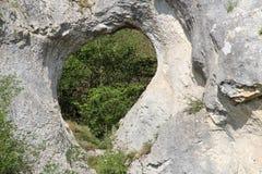 Le coeur naturel a creusé (accentué) dans la roche photo stock